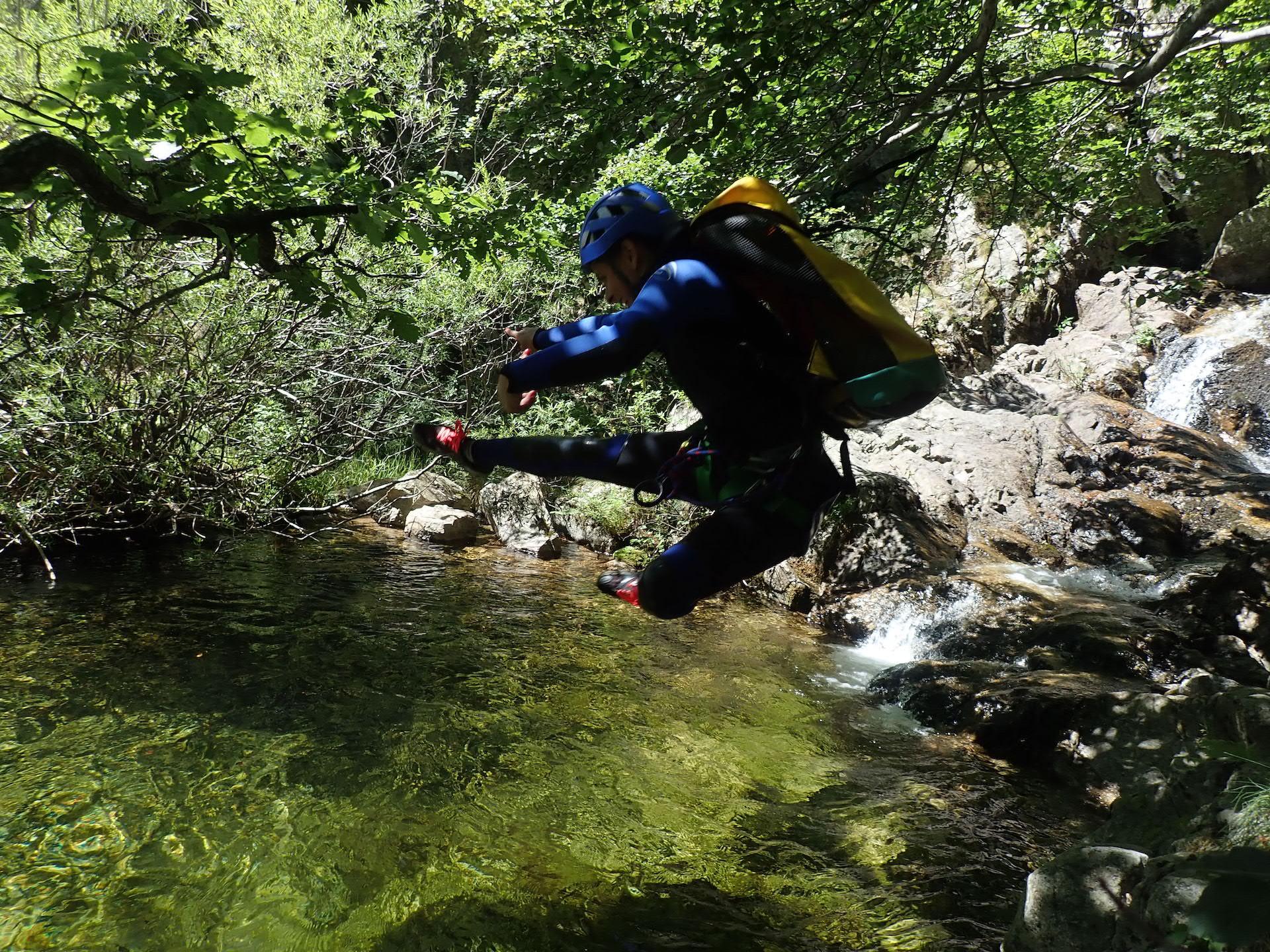 Canyoning Cévennes, des sauts dans l'eau limpide !