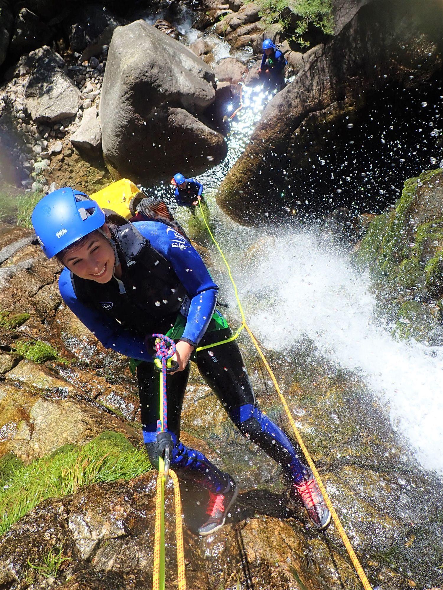 Comment faire du canyoning, apprentissage dans l'Hérault